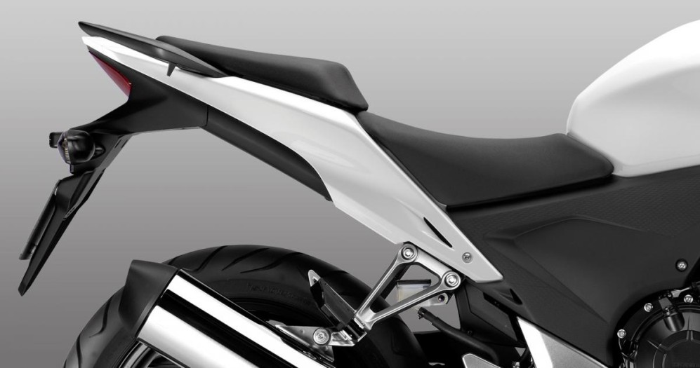 ficha-tecnica-moto-honda-cb-500f-ergonomia-y-control