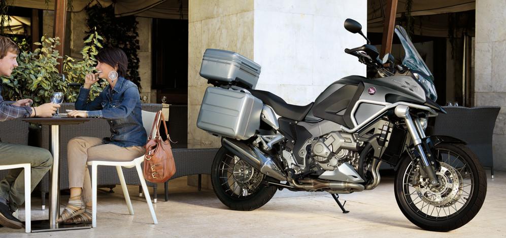 moto-honda-vfr-1200-busy-3