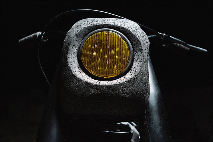 Moto Honda CX500 de piedra volcánica