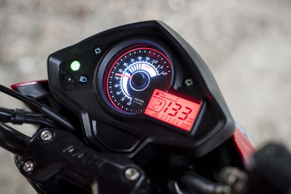 Vista tacometro moto AKT CR5 200 Camuflada